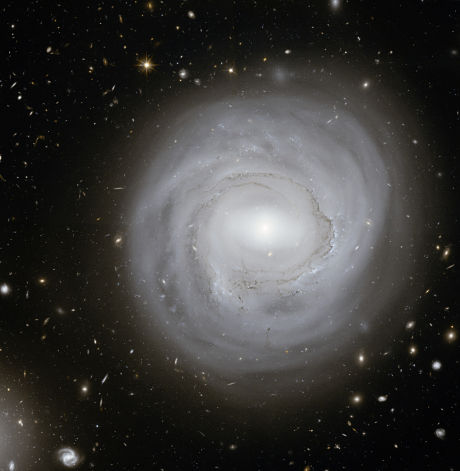 galaxia-anemica-ngc-4921_opt