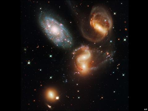 Quinteto de Stephans, un grupo de galaxias en colisión.