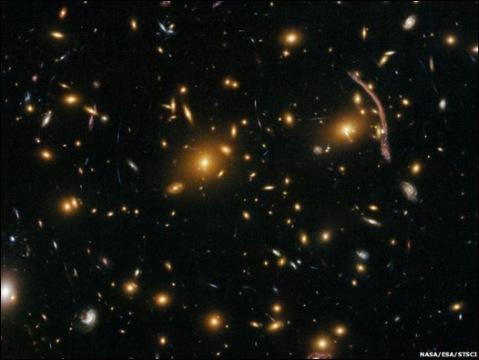 Cúmulo de galaxias Abel 370.